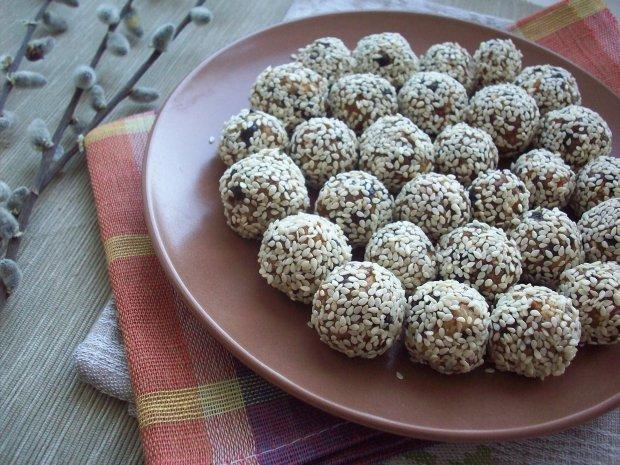 Конфеты из сухофруктов и орехов   Рецепт с фото